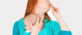 Мама качает ребенка и курит сигарету
